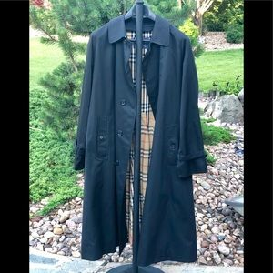 Vintage men's size 46 authentic Burberry's trench